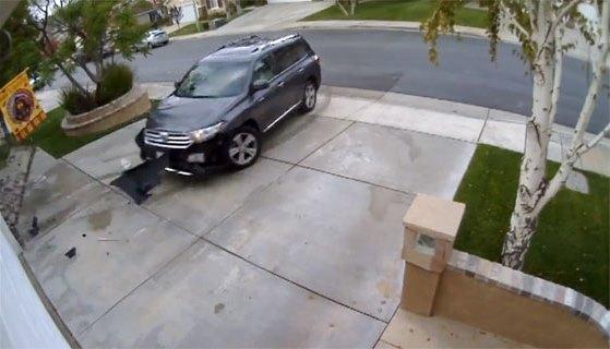 parkira-devojka