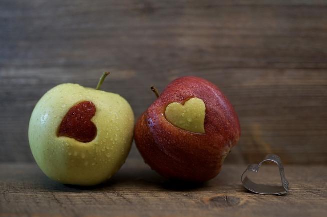 dve jabuke