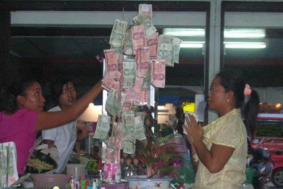 11 novac na drvetu