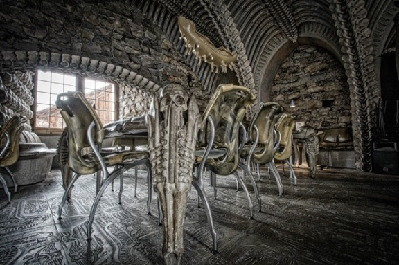 8 hr giger bar