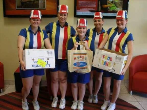 hotdog prodavci uniforme